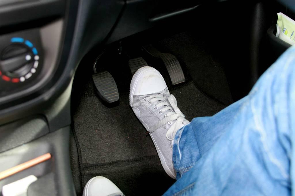 проверка тормозов машины